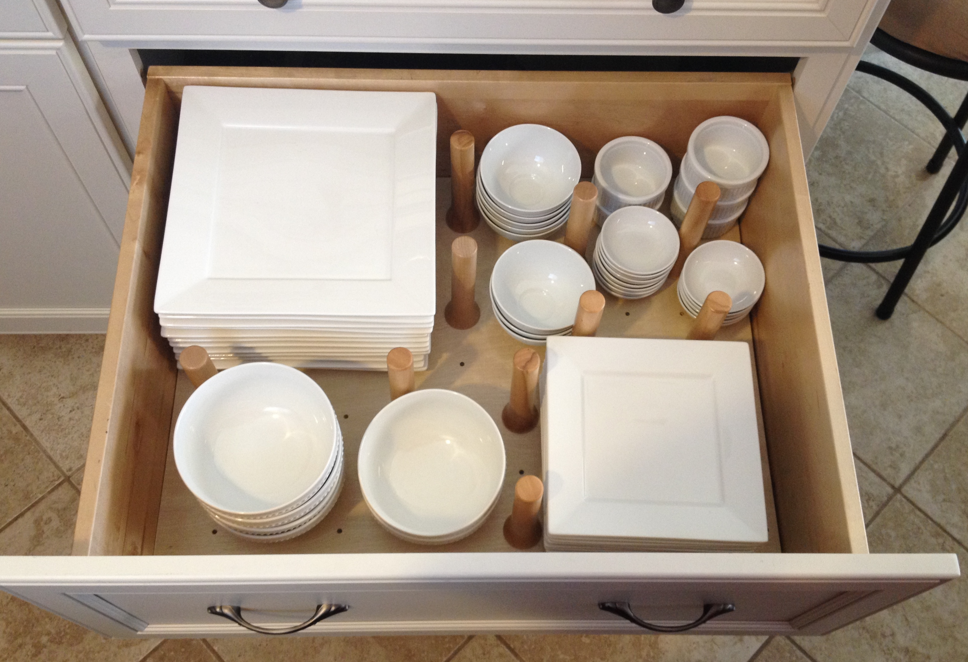 The organized kitchen: Drawer peg storage organizer for dishes | Inspiredhaven.com