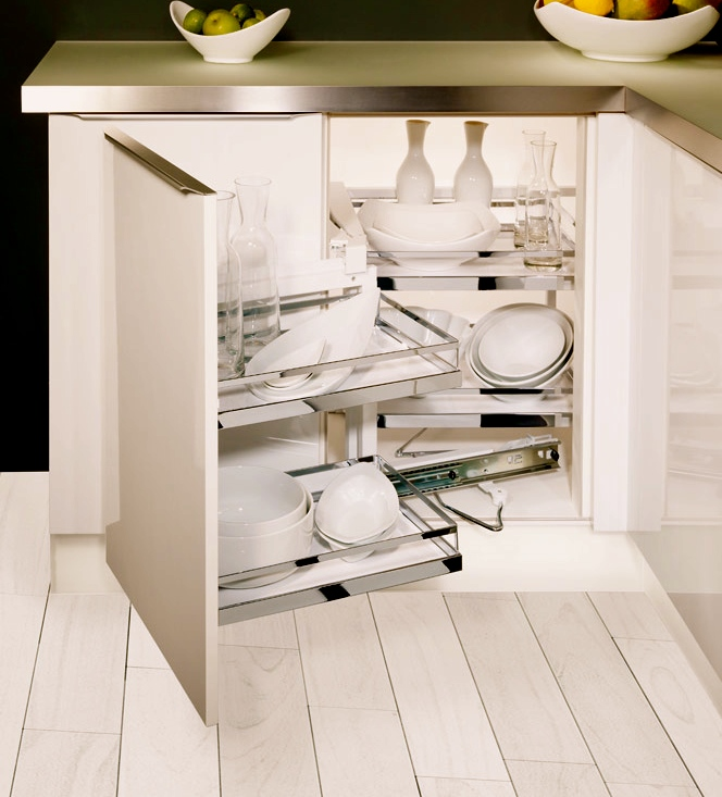 Get the most of your corner kitchen cabinet: Magic Corner by Kessebohmer