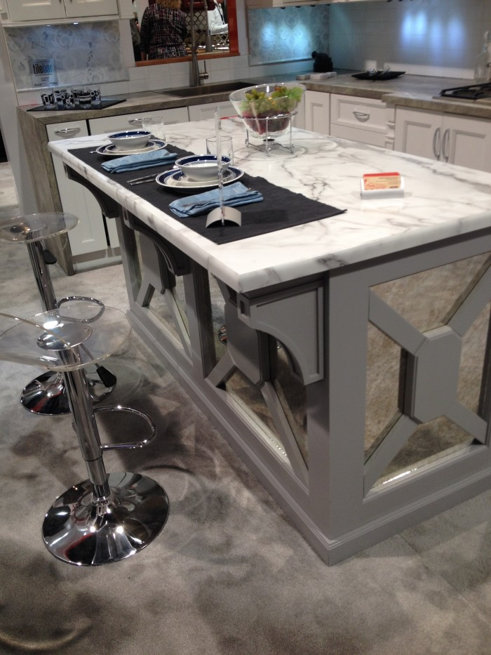 Single-level island with overhang for casual kitchen dining, Fabuwood at KBIS 2015